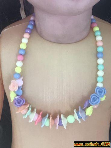 ست  گردنبند و دستبند موآنا مدل گل